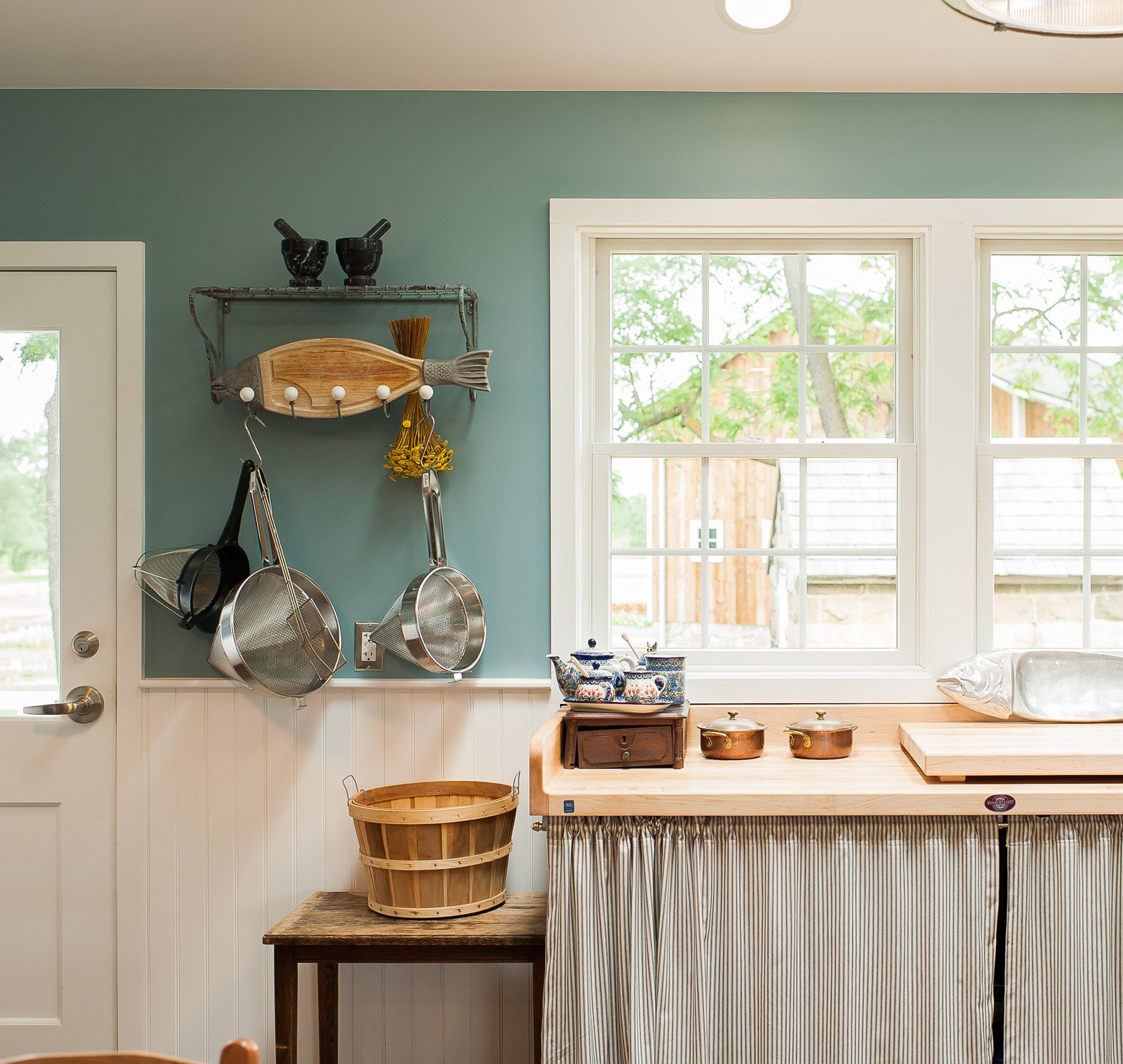 Kitchen with robin blue walls