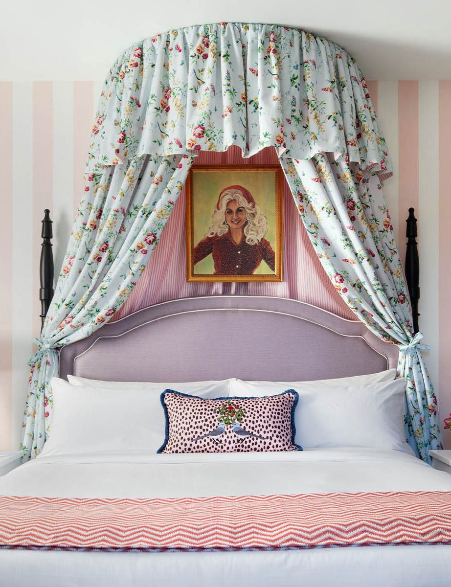 Dolly Parton-themed hotel room