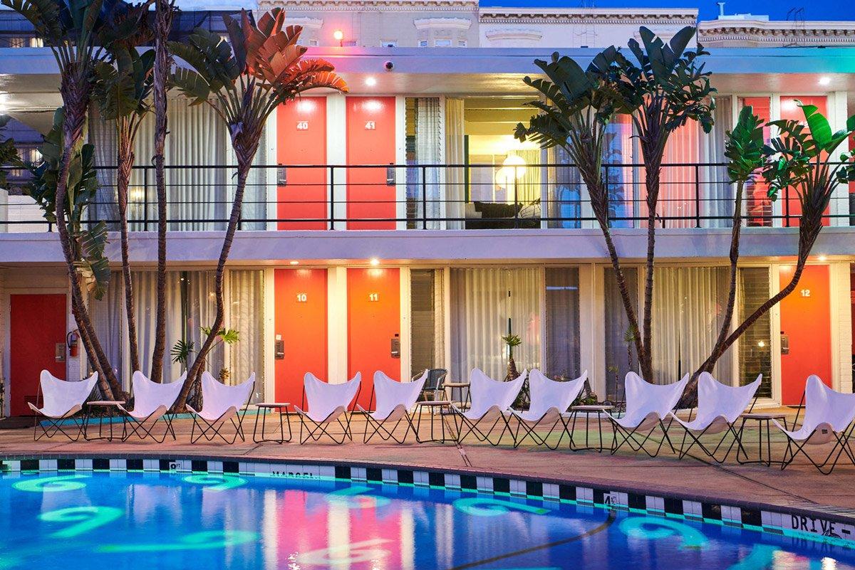 Exterior photo of Phoenix Hotel